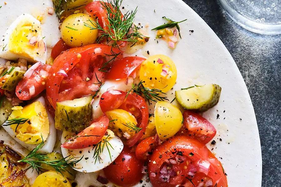 Tomaten-Gewürzgurken-Salat