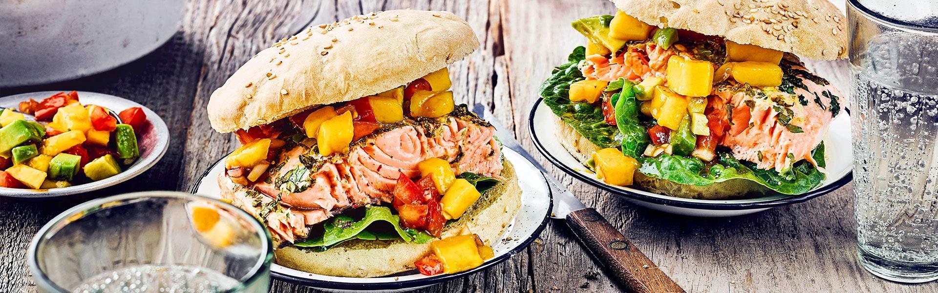 Lachsburger mit Salsa