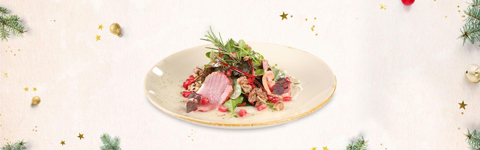 Winterliche Blattsalate mit geräucherter Entenbrust und Granatapfel